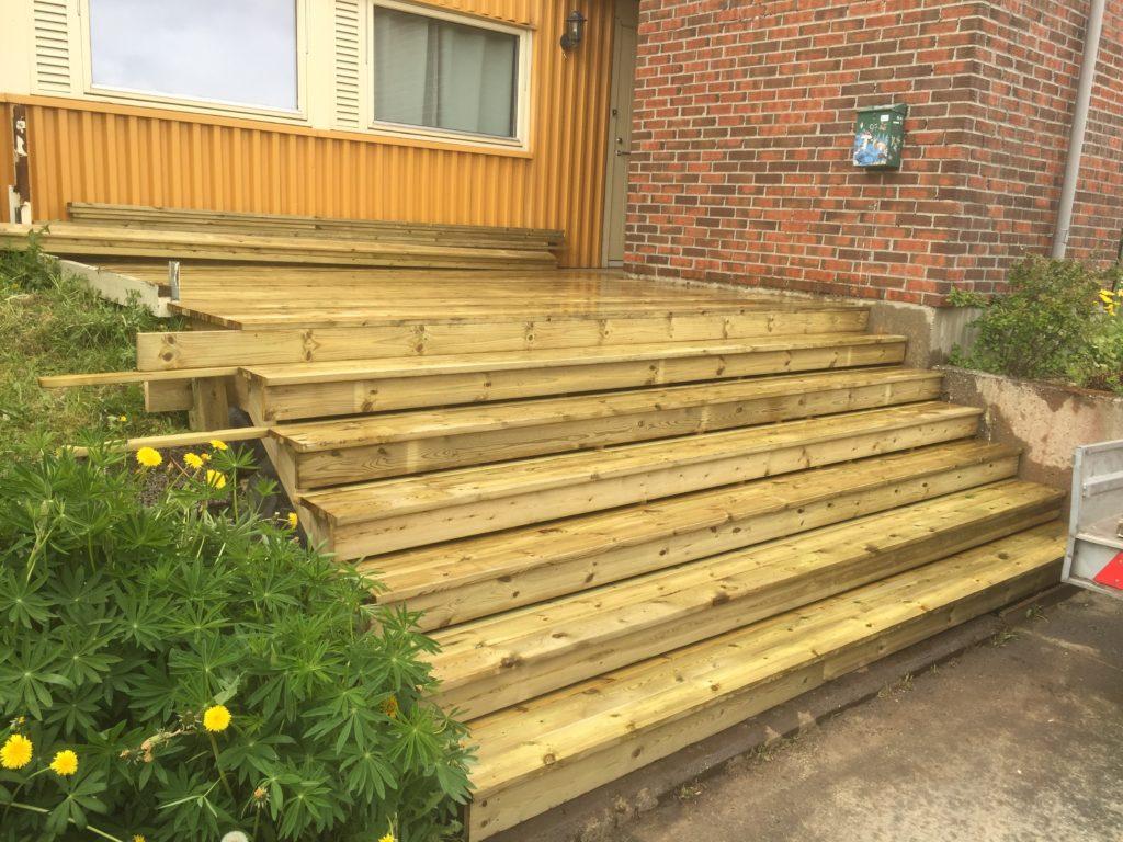 Platting med bred trapp